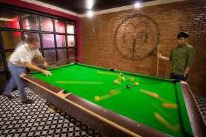 Pool table khop chai deu