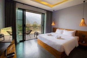 deluxe room inthira Vang Vieng